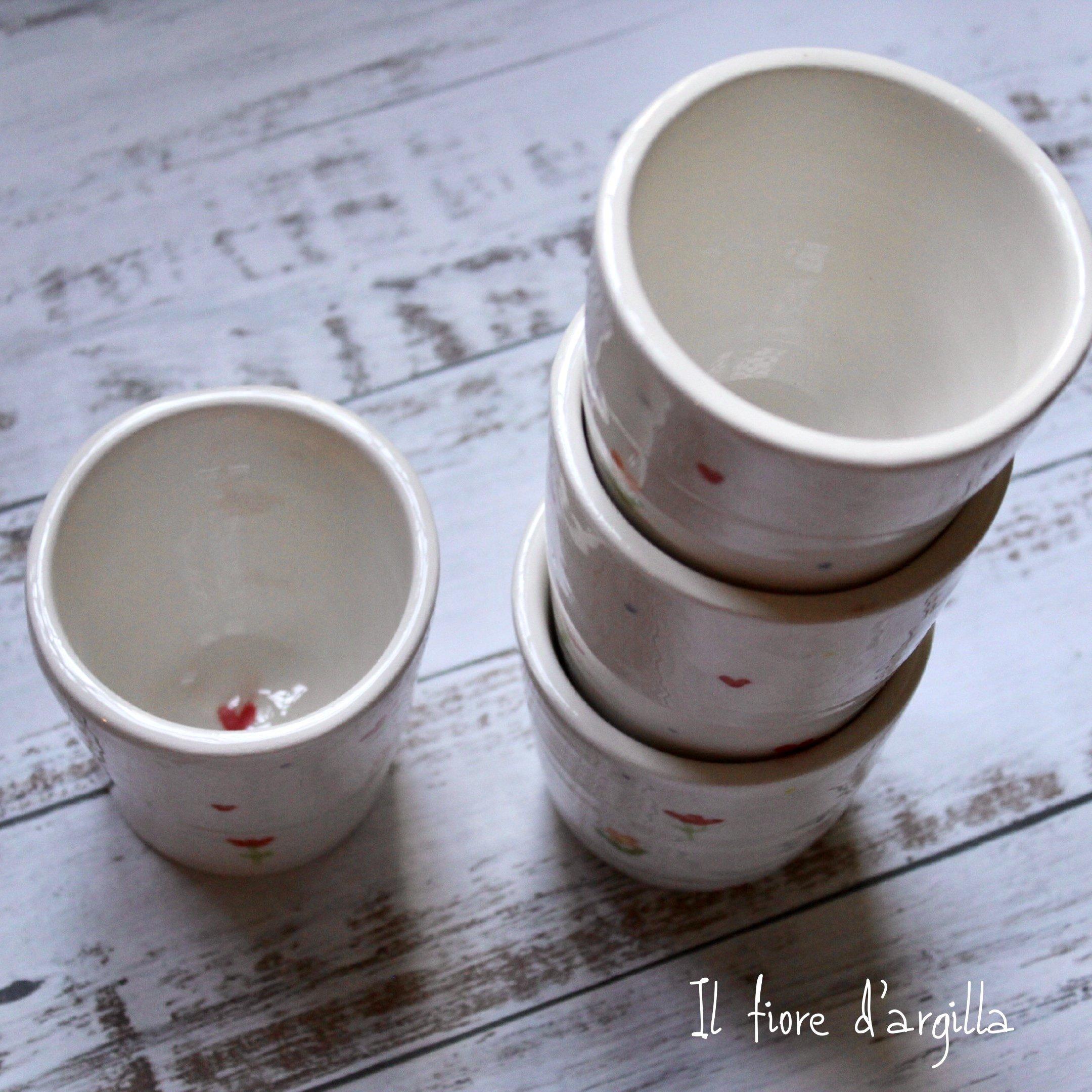 Bicchieri con piccolo pattern rosso