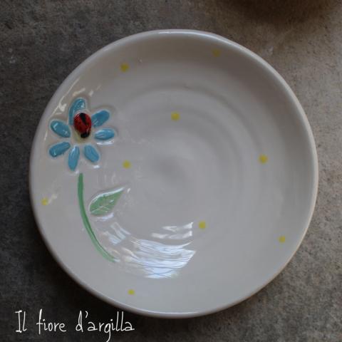 Piatto con fiorellino  e coccinella