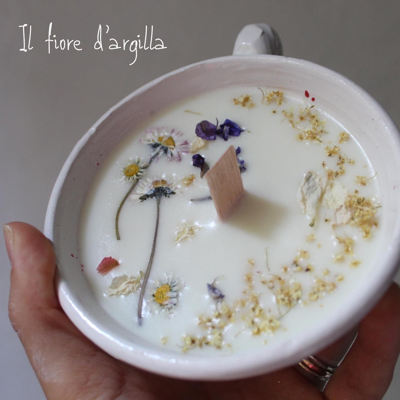 Candela di soia con sambuco e petali