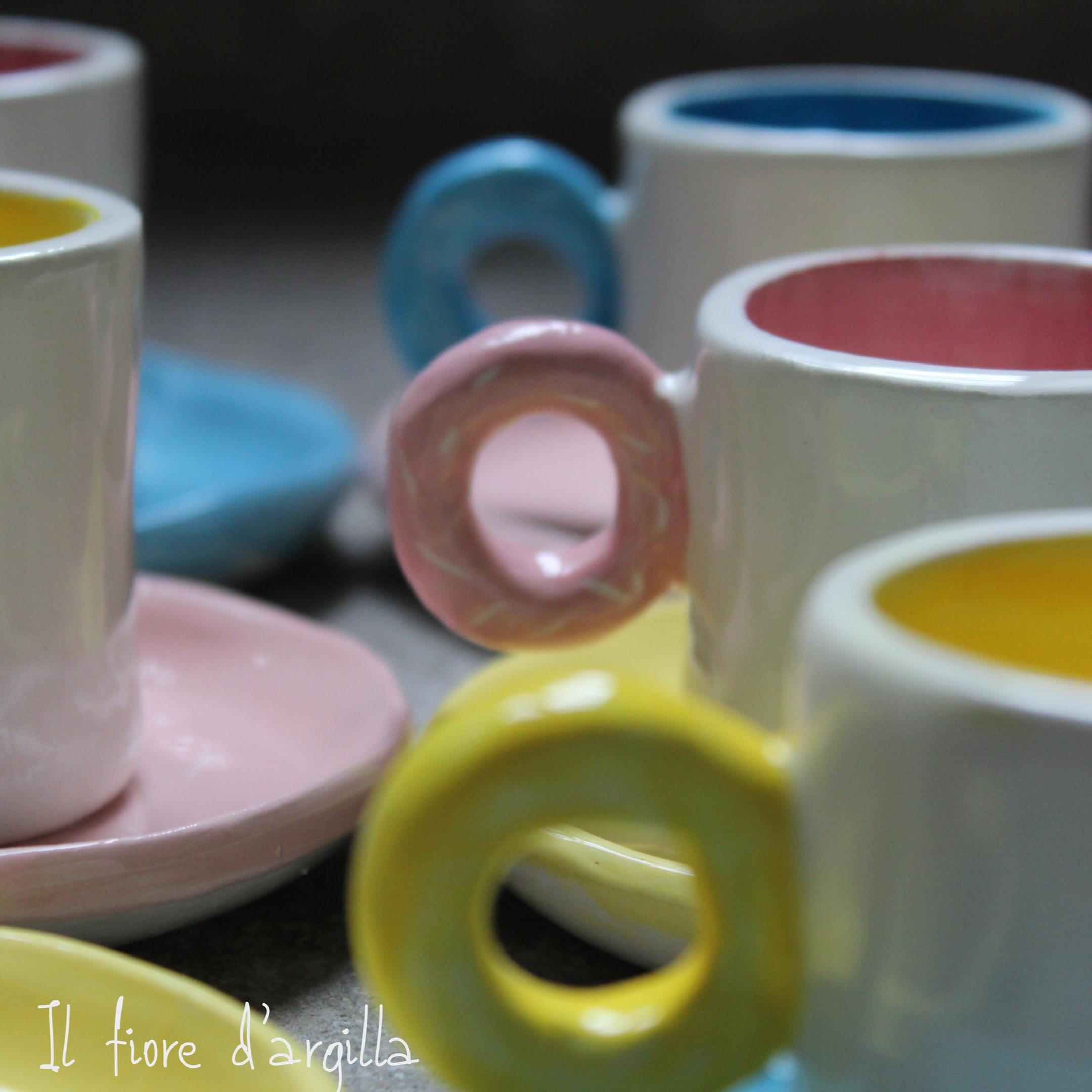 Set tazzine da caffè con manico a ciambellina