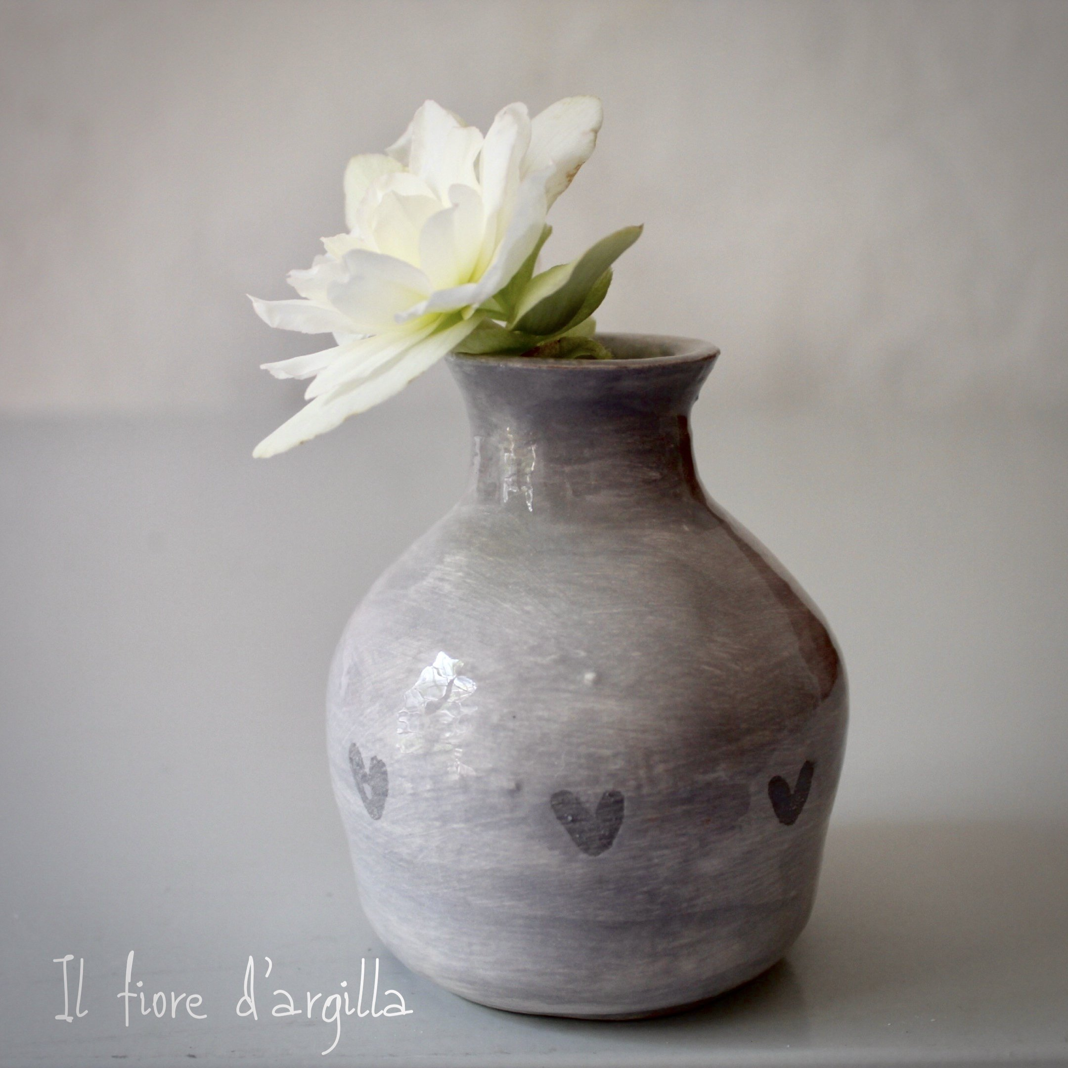 Piccolo vaso cuori incisi
