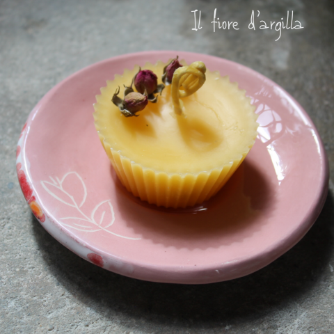 candela in cera d api e piattino fatto a mano